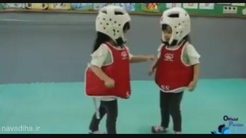 کلیپ مبارزه خونین تاریخی بین دو بچه! / خنده دار!
